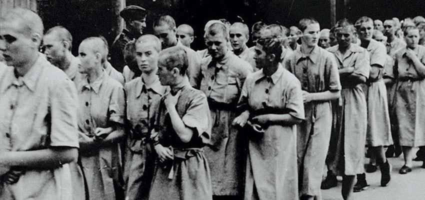 Menstruar en un campo de concentración. Lo pensaron?